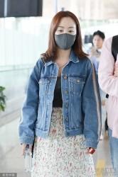38岁杨蓉素颜难掩好气色 穿碎花裙清新减龄