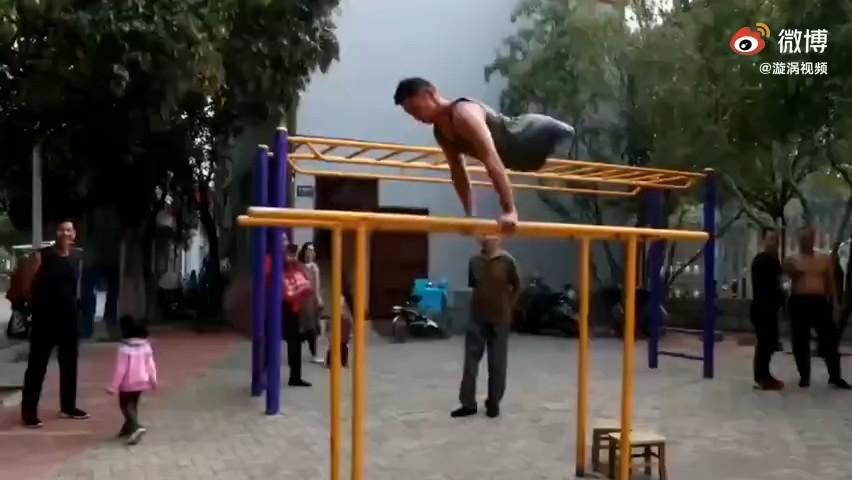 河南28岁无腿小伙当健身教练走红:健身让我找到自信